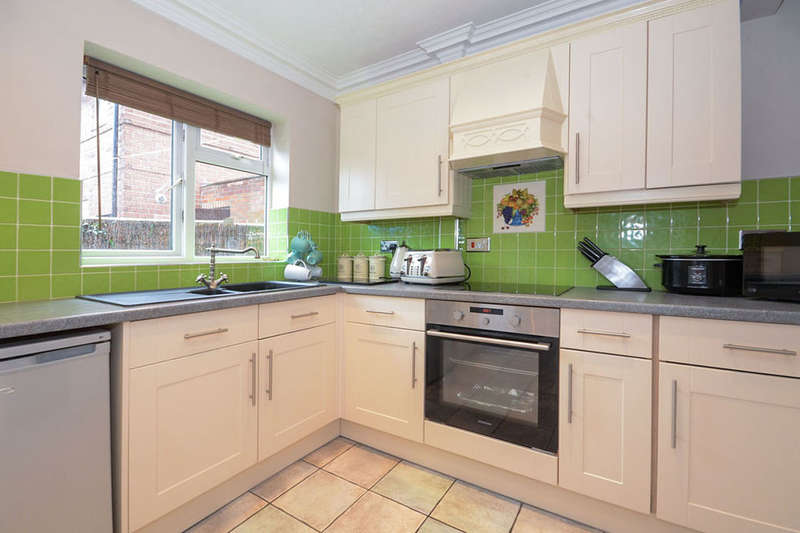 4 Bedrooms Semi Detached House for sale in Roche Avenue, York, YO31