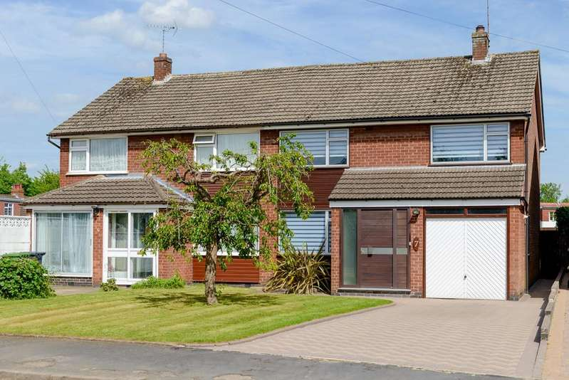3 Bedrooms Semi Detached House for sale in Holly Walk, Baginton