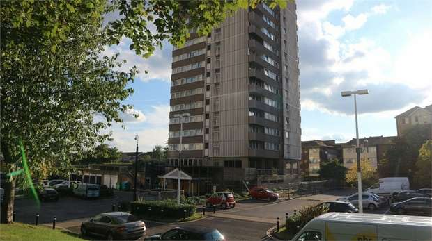2 Bedrooms Flat for sale in Green Dragon Lane, Brentford, Greater London