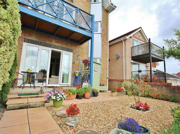 2 Bedrooms Flat for sale in Sentinal Court, Birds Hill Gardens, POOLE, Dorset
