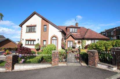 4 Bedrooms Detached House for sale in Greenlaw Road, Newton Mearns