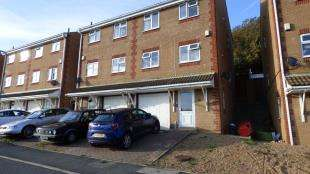 3 Bedrooms Semi Detached House for sale in Badgers Close, Newhaven, East Sussex, .