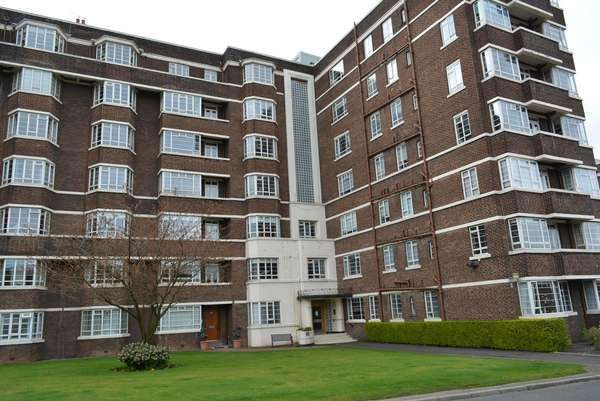 3 Bedrooms Flat for sale in 43 Kelvin Court, Anniesland, Glasgow, G12 0AE