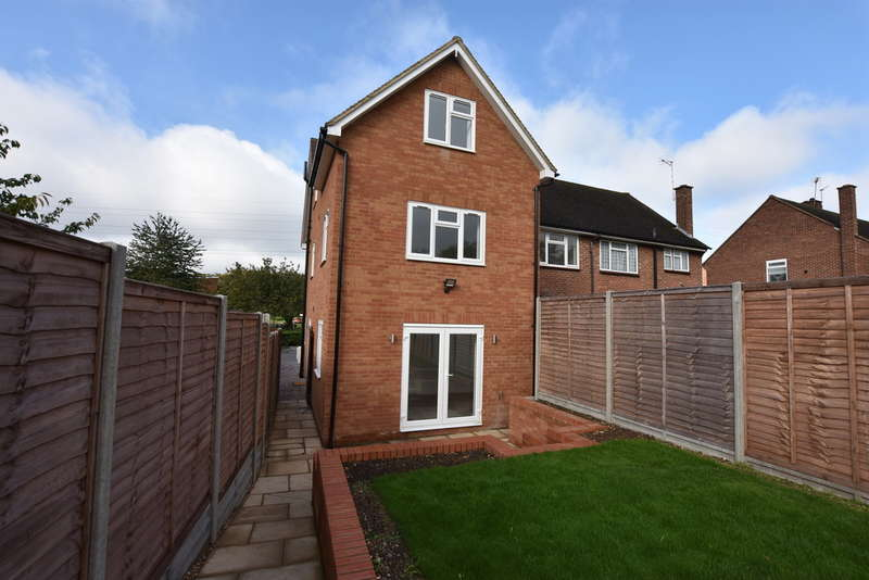 3 Bedrooms Semi Detached House for sale in Meriden Way, Garston Watford