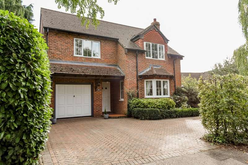 4 Bedrooms Detached House for sale in The Pightle, Maids Moreton, Buckinghamshire, MK18