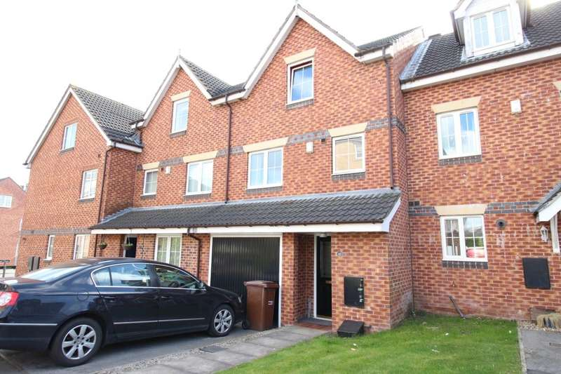 4 Bedrooms Terraced House for sale in Moorcroft, Ossett, WF5