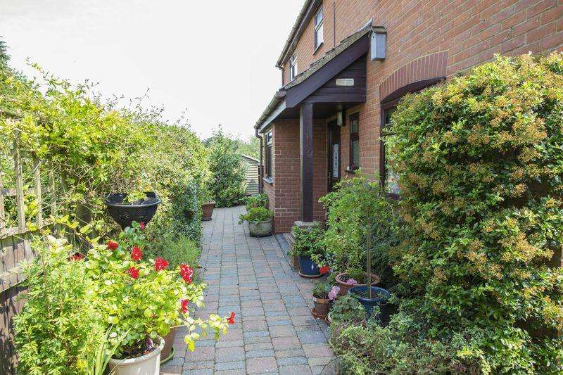 4 Bedrooms Detached House for sale in Church Meadow, Gislingham