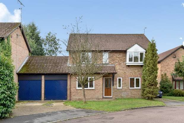 4 Bedrooms Link Detached House for sale in Goldsmith Way, CROWTHORNE, Berkshire