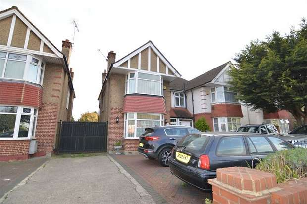 3 Bedrooms Semi Detached House for sale in Bullsmoor Lane, Enfield, Greater London