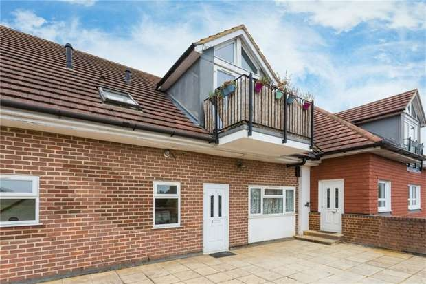 2 Bedrooms Flat for sale in Flat 3, Iver Court, High Street, IVER, Buckinghamshire