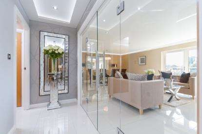 2 Bedrooms Flat for sale in Bordeaux House, Penstone Court, Century Wharf, Cardiff Bay