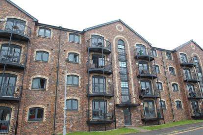 2 Bedrooms Flat for sale in James Watt Way, Greenock