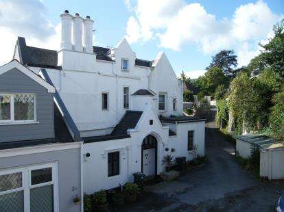 2 Bedrooms Flat for sale in Barton Road, Torquay, Devon