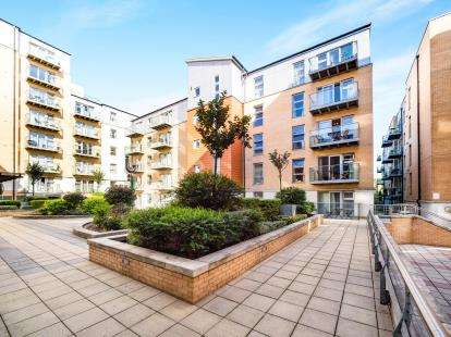 2 Bedrooms Flat for sale in Queen Mary Gate, London