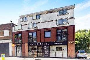 2 Bedrooms Flat for sale in Croydon Road, ., Caterham, Surrey