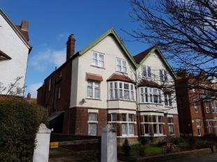 2 Bedrooms Flat for sale in Bouverie Road West, Folkestone, Kent, England