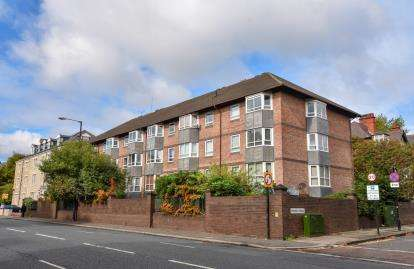 2 Bedrooms Flat for sale in Brandling Court, Akenside Terrace, Newcastle Upon Tyne, Tyne and Wear, NE2