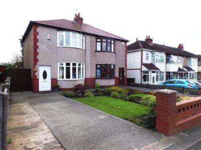 3 Bedrooms Semi Detached House for sale in Park Road, Westhoughton, Bolton, Greater Manchester, BL5
