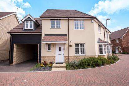 4 Bedrooms Semi Detached House for sale in Basildon, Essex, United Kingdom