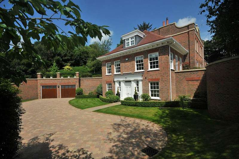 5 Bedrooms Detached House for sale in St. James Hill, Prestbury