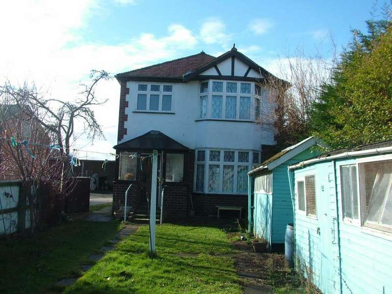 3 Bedrooms Detached House for sale in Vale Road