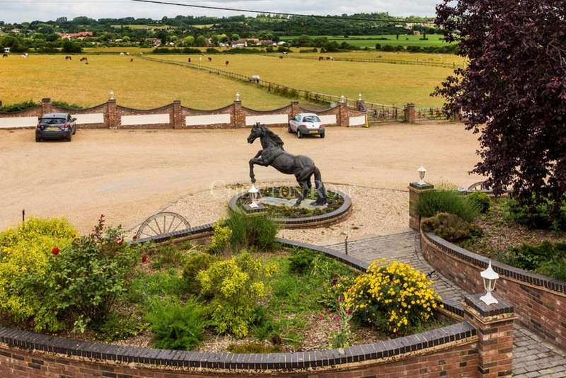 5 Bedrooms Equestrian Facility Character Property for sale in Fobbing