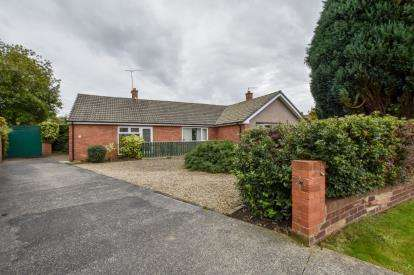 2 Bedrooms Bungalow for sale in Thropton Crescent, Gosforth, Newcastle Upon Tyne, Tyne and Wear, NE3