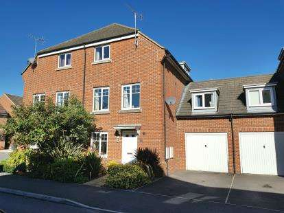 4 Bedrooms Semi Detached House for sale in North Baddesley, Southampton, Hampshire