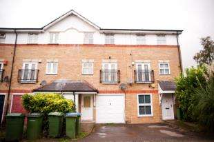 3 Bedrooms Terraced House for sale in Lakeside Avenue, Thamesmead, London, Uk