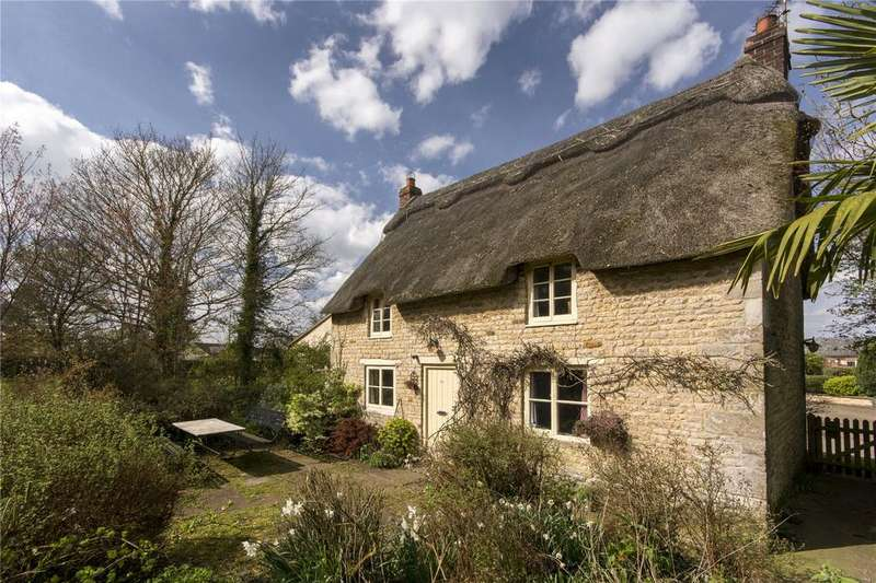 2 Bedrooms Detached House for sale in Rakes Cottage, 1 Main Street, Barrow, Oakham, LE15