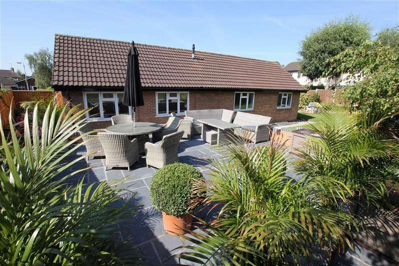 4 Bedrooms Detached Bungalow for sale in Glovers Loom, Great Boughton, Chester