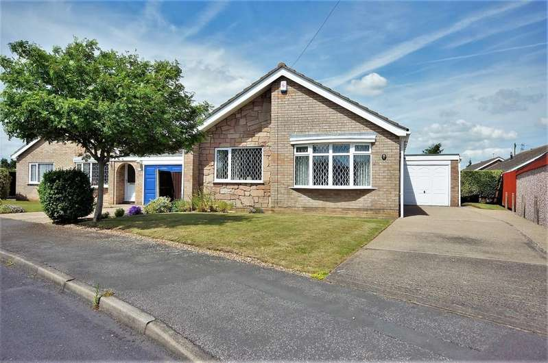 3 Bedrooms Detached Bungalow for sale in Grassmoor Close, North Hykeham