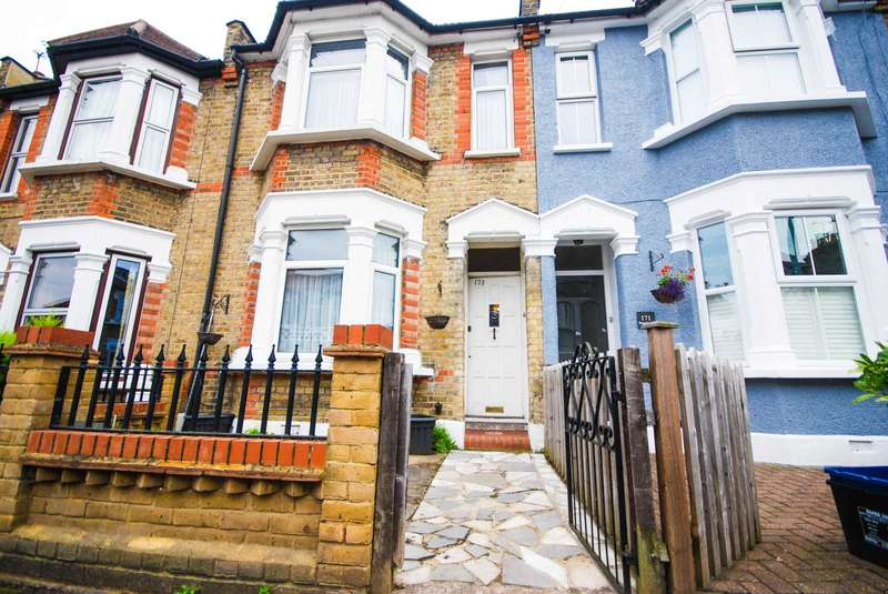 3 Bedrooms Terraced House for sale in West Grove, Woodford