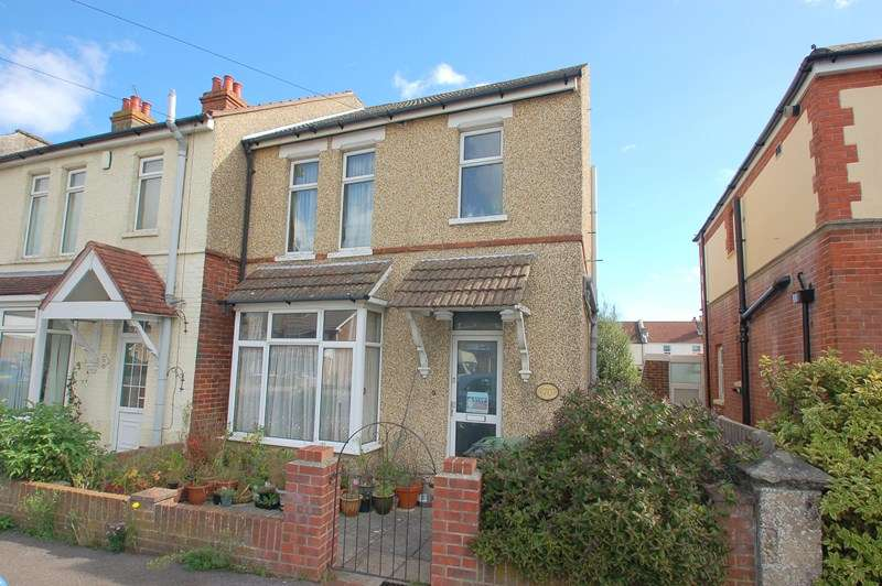 3 Bedrooms Terraced House for sale in St. Andrews Road, Gosport