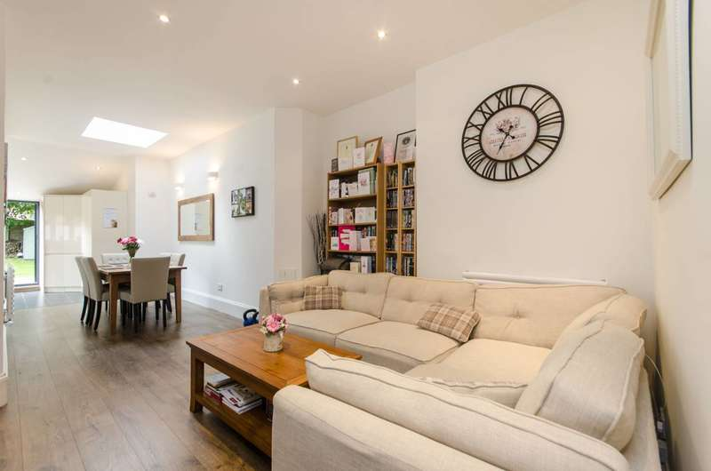 3 Bedrooms Flat for sale in Anson Road, Mapesbury Estate, NW2