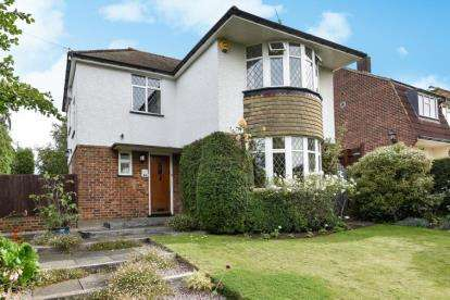 3 Bedrooms Detached House for sale in Walden Road, Chislehurst