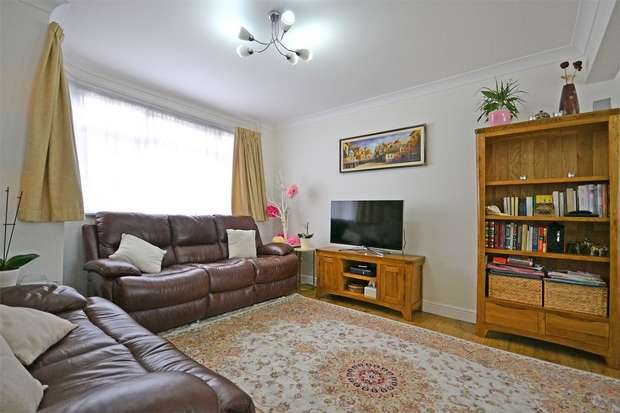 3 Bedrooms Semi Detached House for sale in Daryngton Drive, GREENFORD, Middlesex