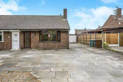 2 Bedrooms Bungalow for sale in Slag Lane, Lowton, Warrington, Cheshire