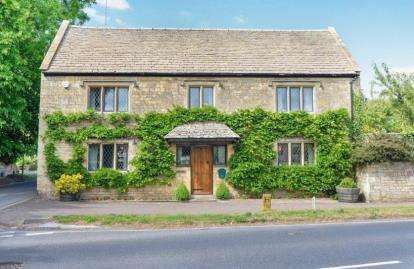 4 Bedrooms Detached House for sale in Bourton Road, Moreton-In-Marsh, Gloucestershire