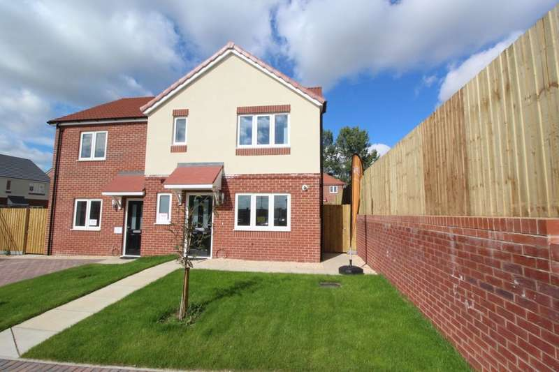 3 Bedrooms Semi Detached House for sale in Kingfisher Close, Cherry Willingham, Lincoln, LN3