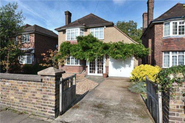 3 Bedrooms Detached House for sale in Belmont Road, Uxbridge