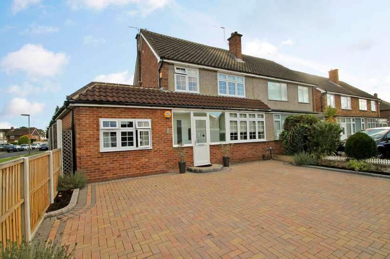 4 Bedrooms Semi Detached House for sale in Lynegrove Avenue, Ashford, TW15