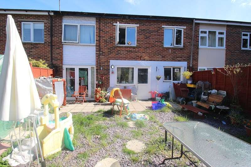 3 Bedrooms Terraced House for sale in Pelican Close, Fareham