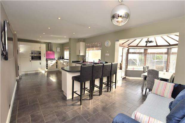 4 Bedrooms Semi Detached House for sale in Harefield Close, Hanham, BS15 3TD