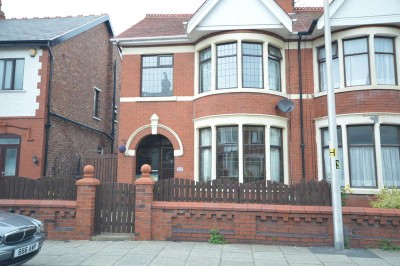 3 Bedrooms Semi Detached House for sale in Kensington Road, Blackpool