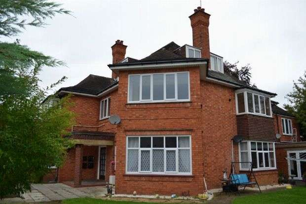 2 Bedrooms Flat for sale in The Drive, Phippsville, Northampton NN1 4RY