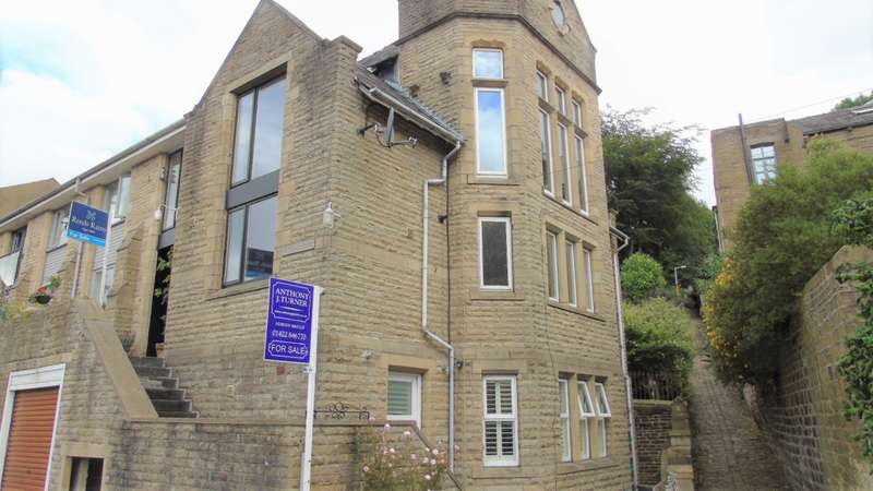 2 Bedrooms Town House for sale in St. Johns Close Hebden Bridge