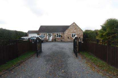 4 Bedrooms Bungalow for sale in Latchingdon, Chelmsford, Essex