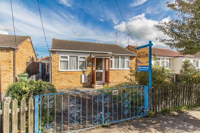 2 Bedrooms Detached Bungalow for sale in Keer Avenue, Canvey Island, SS8