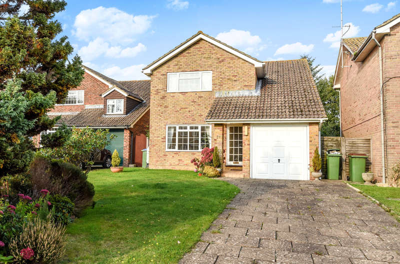 4 Bedrooms Detached House for sale in Longland Avenue, Storrington, RH20